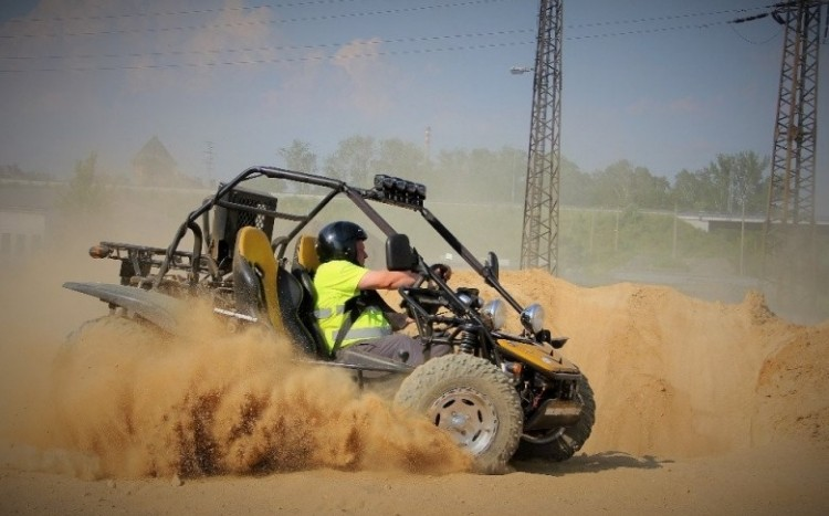 Buggy na torze OFFROAD.