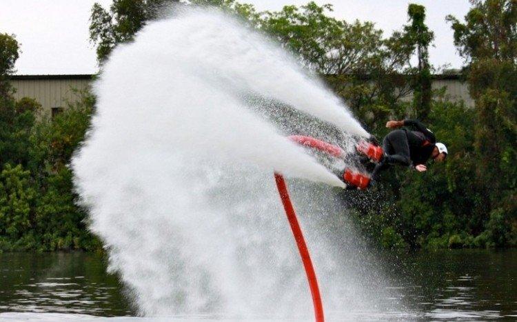 Lot nad wodą na FlyBoard