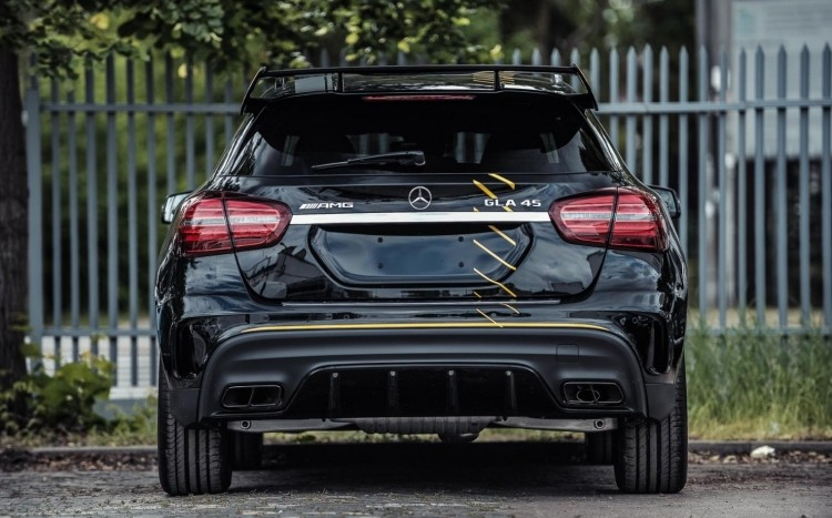 Mercedes GLA 45 AMG Yellow Night Edition z przodu
