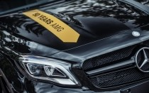 Mercedes GLA 45 AMG Yellow Night Edition, zbliżenie na logo