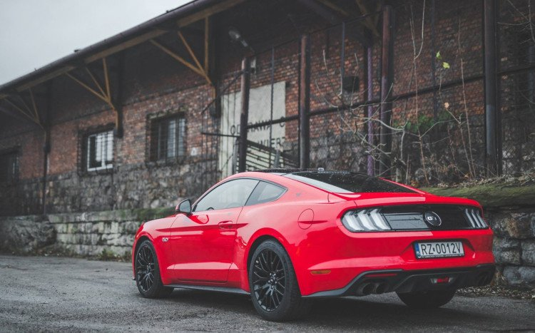 sportowy Ford Mustang