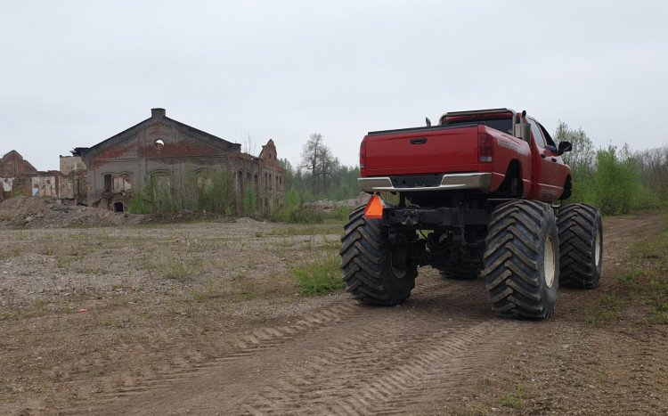 monster truck tył
