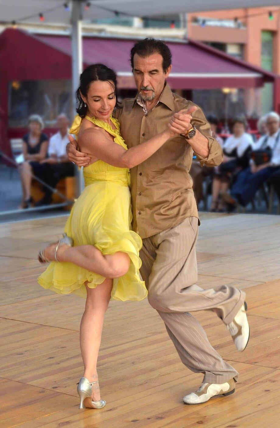 dance-661553_1920
