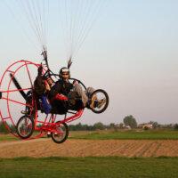 Lotnia, paralotnia, motoparalotnia, motolotnia – jaka jest różnica