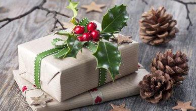 prezenty świąteczne zapakowane w stylu vintage