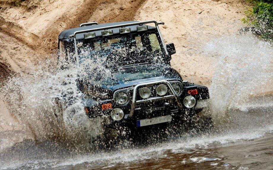 przeprawa samochodem terenowym przez rzekę