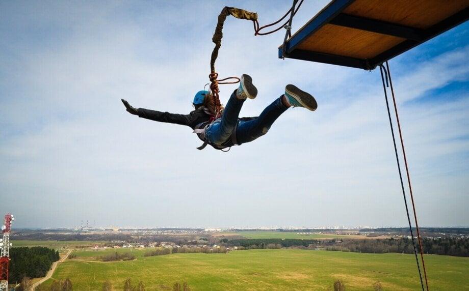 kobieta podczas skoku dream jump