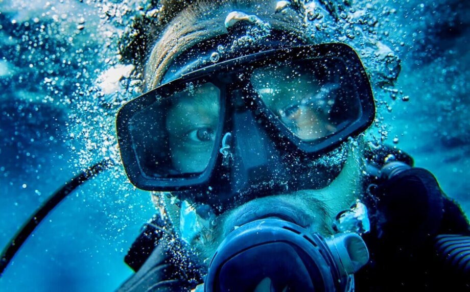 nurek pod wodą selfie