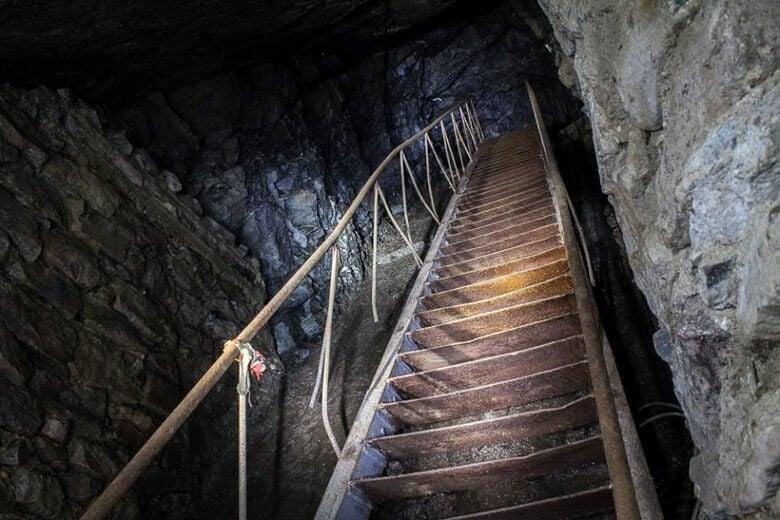 schody wkopalni uranu