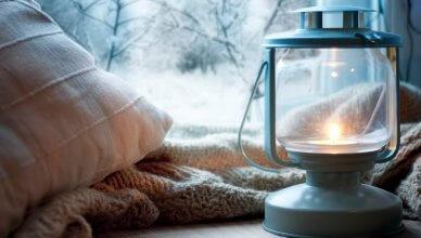 latarenka na oknie zimą