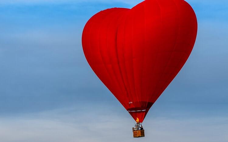 balon naogrzewane powietrze wkształcie serca