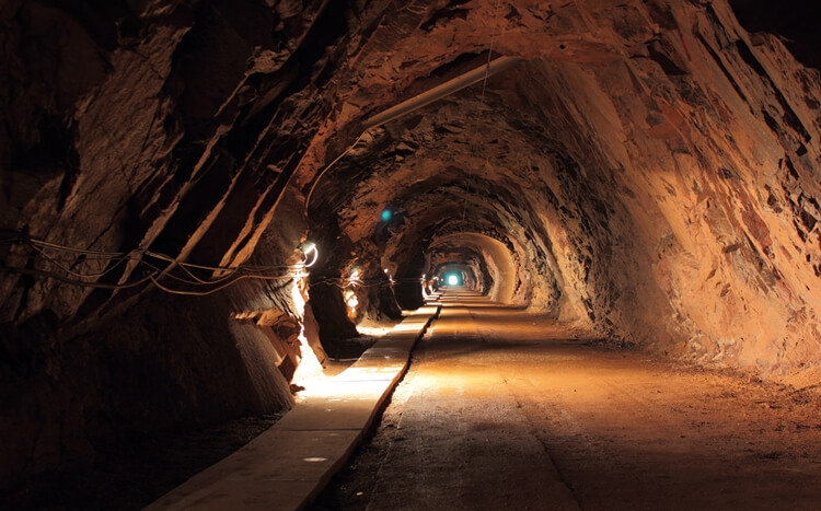 tunel w kopalni uranu