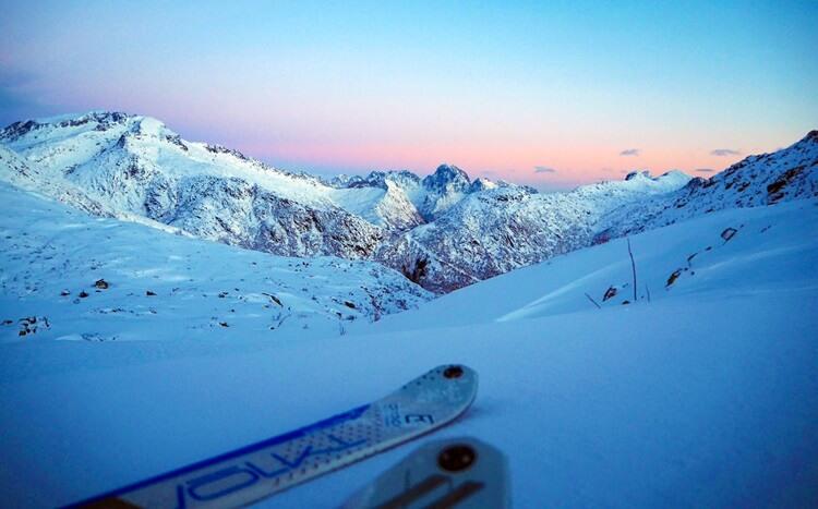 zachód słońca zimą wgórach