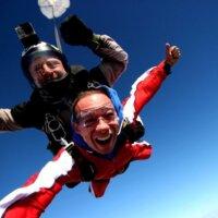 Gdzie można skoczyć ze spadochronem?