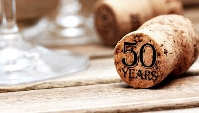kieliszki i korek od szampana z napisem 50 lat