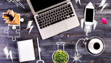 laptop, telefon, notes i kawa widok