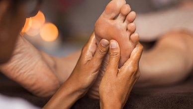 refleksologia, masaż stóp w gabinecie spa