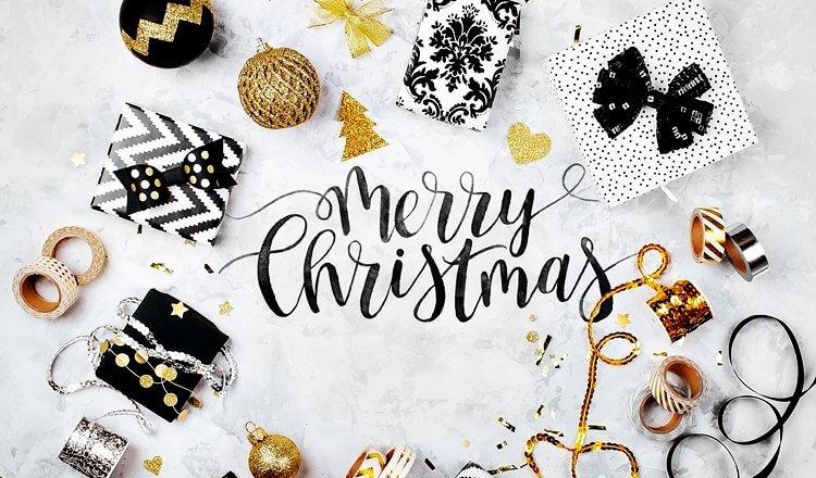 życzenia wesołych świąt, prezenty, bombki i złote wstążki