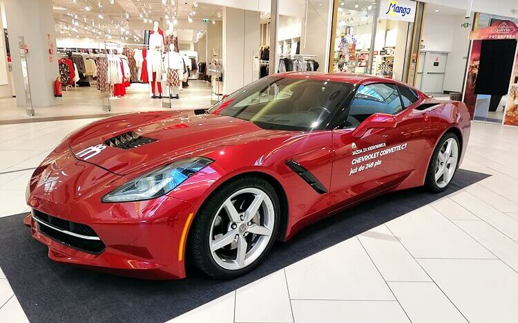 czerwony chevrolet corvette c7