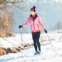 Narciarstwo biegowe – zimowy sport dla każdego!