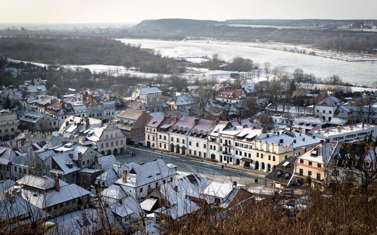 panorama kaziemierza dolnego zimą