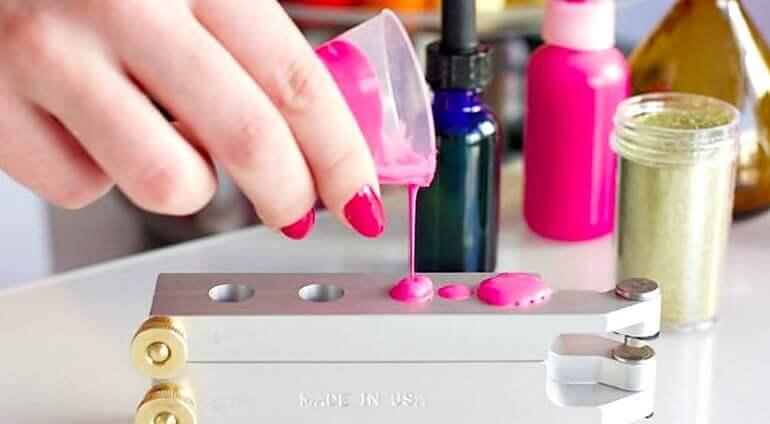 proces tworzenia spersonalizowanej szminki