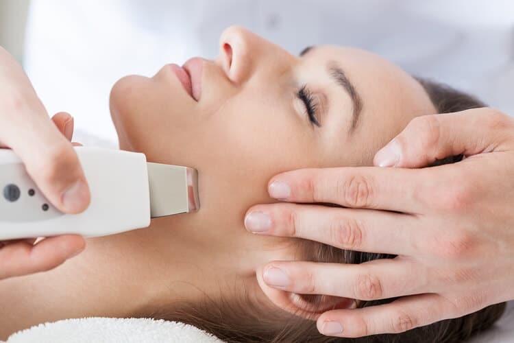 peeling kawitacyjny czyli oczyszczanie skóry ultradźwiękami