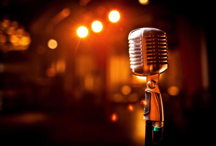 Zbliżenie na mikrofon