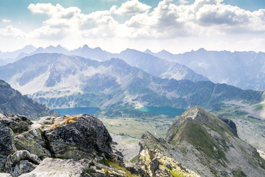 piękny krajobraz doliny pięciu stawów wTatrach