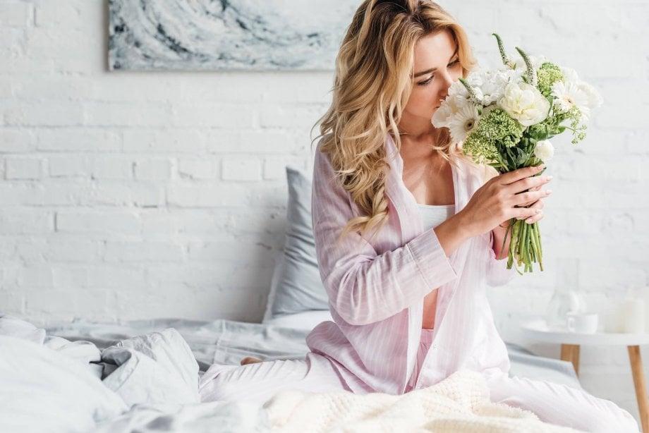życzenia zokazji dnia kobiet ibukiet kwiatów dołóżka