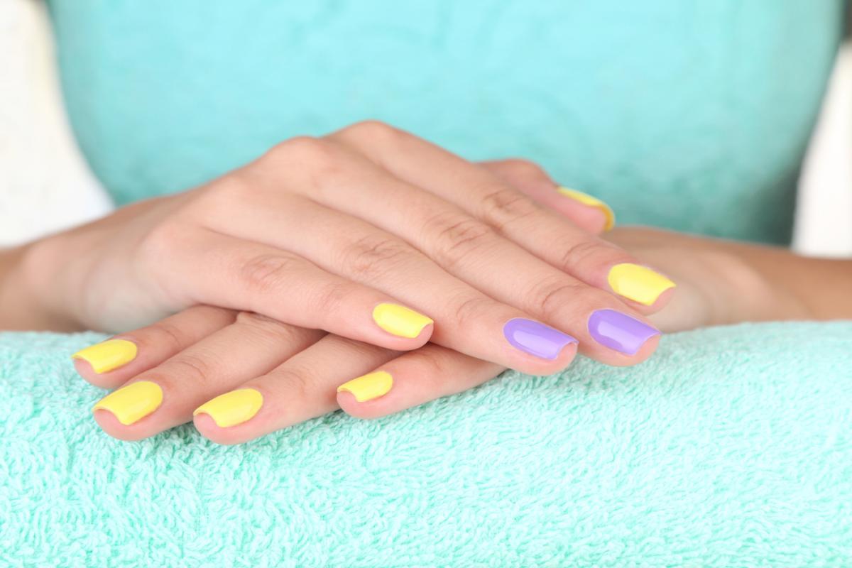 Manicure Hybrydowy W Profesjonalnych Salonach Kosmetycznych